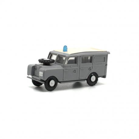 Land Rover largo Policía Armada