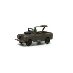 Land Rover corto militar con soldado