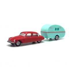 Citroën DS19 mit Wohnwagen